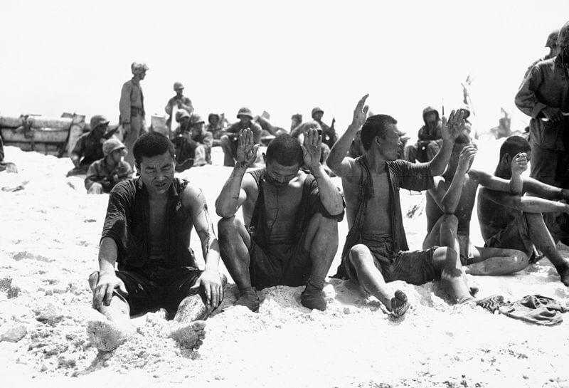 Prisioneros de guerra japoneses capturados en Tarawa